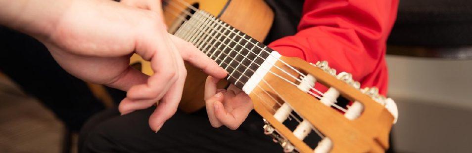 MAIN-musique101-notions-exercices-pratique-en-6e-annee
